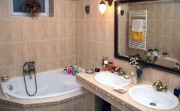 Klasszikus lakberendezés referencia – Budai villalakás fürdő